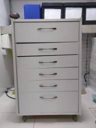 Móvel gaveteiro com rodízio tipo auxiliar de consultório odontológico
