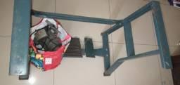 Móvel sem a parte de madeira e motor de maquina industrial motor não funciona