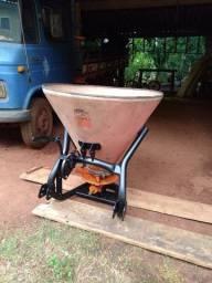 Distribuidor de sementes e fertilizantes
