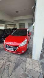 Peugeot 208 vermelho