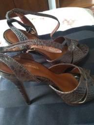Sandália meia pata. Usada 1x. Marca Shoestock