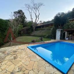 Casa linear no Cascatinha com 950m² de terreno