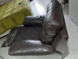 Poltrona reclinável em couro