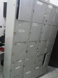 Armário com 20 portas