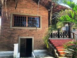 Casa Mansão com 04 Suítes, 2 com banheiras, Adega, piscina, lindo jardim em Candeias
