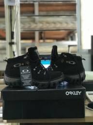 Bota Okley