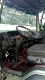 Caminhão batido ford cargo * leia