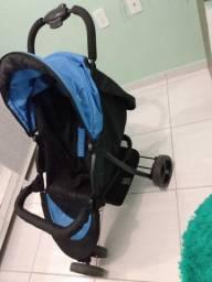 Carrinho de bebê semi novo quase não usava