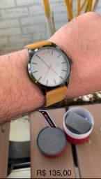 Relógio curren com desconto pra hoje.