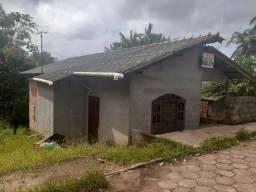 Vendo casa e kit net localizada em santana.