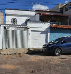 Vendo casa bairro Santa helena contagem  meio lote .