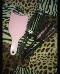 Título do anúncio: Kit escova modeladora + 1 plaquete rosa