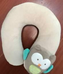 Protetor de pescoço para bebê Corujinha , marca Carter?s, cor bege