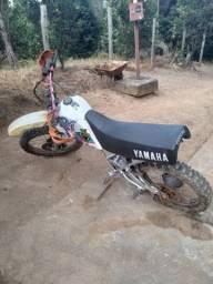 Moto yamanha de trilha