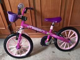 Vendo bicicleta infantil menina semi nova apenas marcas de uso