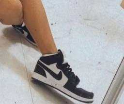 Air Jordan preto com branco