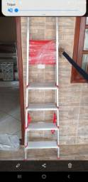 Escada de Alumínio de 5 degraus.