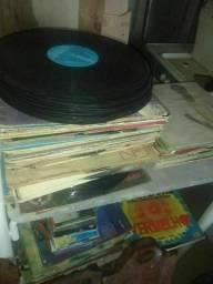 Disco de vinil antigo tenho varios títulos