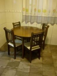 Mesa com cadeiras semi nova
