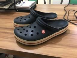 Crocs original.