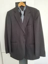 Vendo terno masculino tamanho G com 2 gravatas