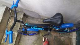 Bicicleta infantil semi nova aro 16