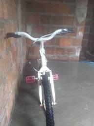 Uma bicicleta para crianças e adolescentes filé Caloi
