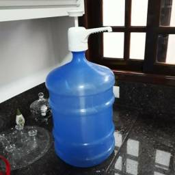 Galão de água 20 lts com bomba