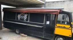 Ônibus preparado para food truck