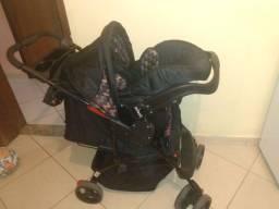 Carrinho de bebê com bebê conforto e mais trocador com banheira e andador