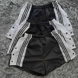 Shorts feminino botão lateral