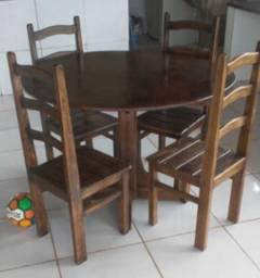 Vendo 35 Jogos de mesa em madeira maciça