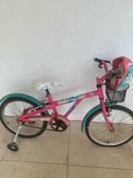 Bicicleta Barbie com rodinhas e capacete