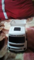 Caminhão branco novo