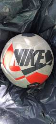 Bola de futsal semi nova da nike