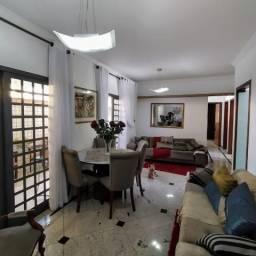 Área privativa com três quartos, no Bairro Itapoã.