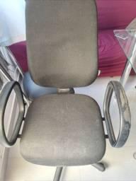 Vende-se uma cadeira usada de computador