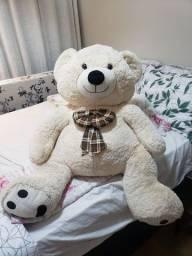 Urso pelucia , gigante.