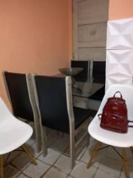 Mesa é cadeiras