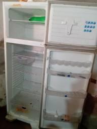 Vendo uma geladeira funcionando perfeitamente