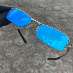 Óculos de sol modelo Lupa de vilão