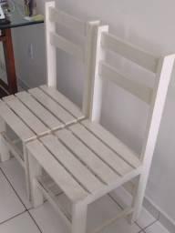 4 cadeiras de madeira creme