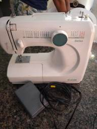Máquina de costura de mesa