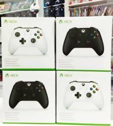 Controle Preto ou Branco de console Xbox one novos originais comprar usado  Belém