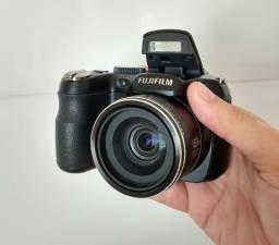 Câmera semiprofissional Fujifilm S2980 - 14mp, 18x zoom ótico, filma em HD -Estado de nova