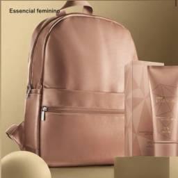 Natura Essencial feminino com mochila