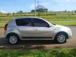 Carro Sandero autom. completo Londrina Paraná