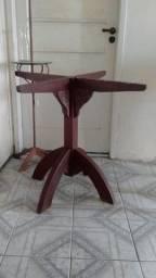 Pe de mesa de madeira