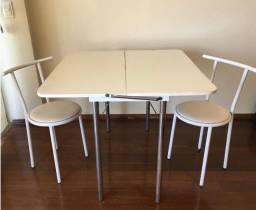 Mesa dobrável super versátil + duas cadeiras