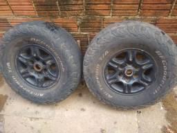 Vendo roda com pneus meia-vida aro 15